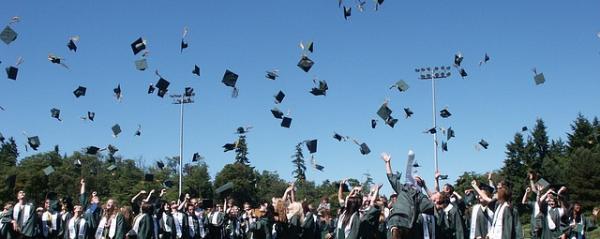 graduation-995042_640-600x239